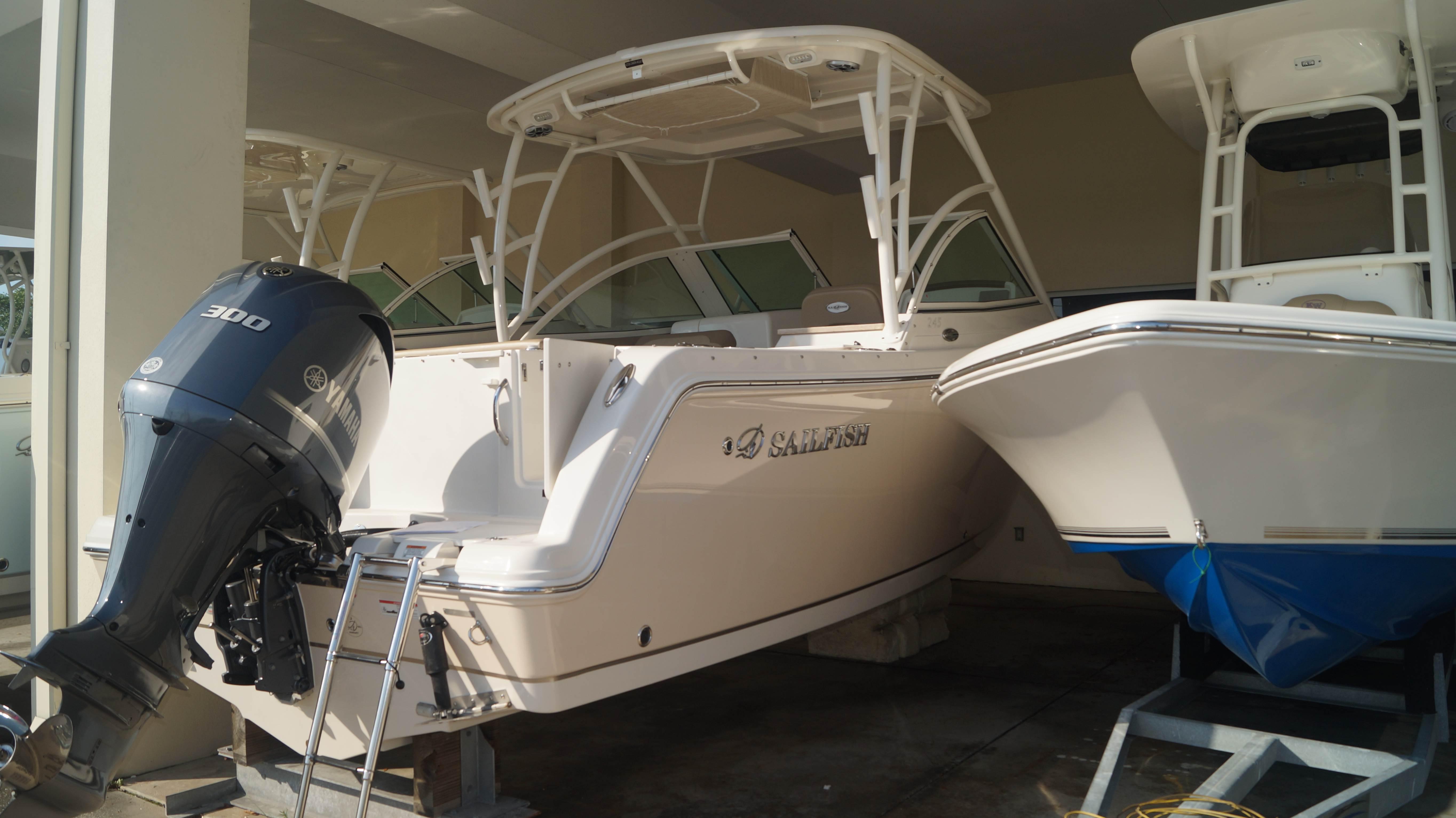 New 2019 Sailfish 245 DC - Sara Bay Marina