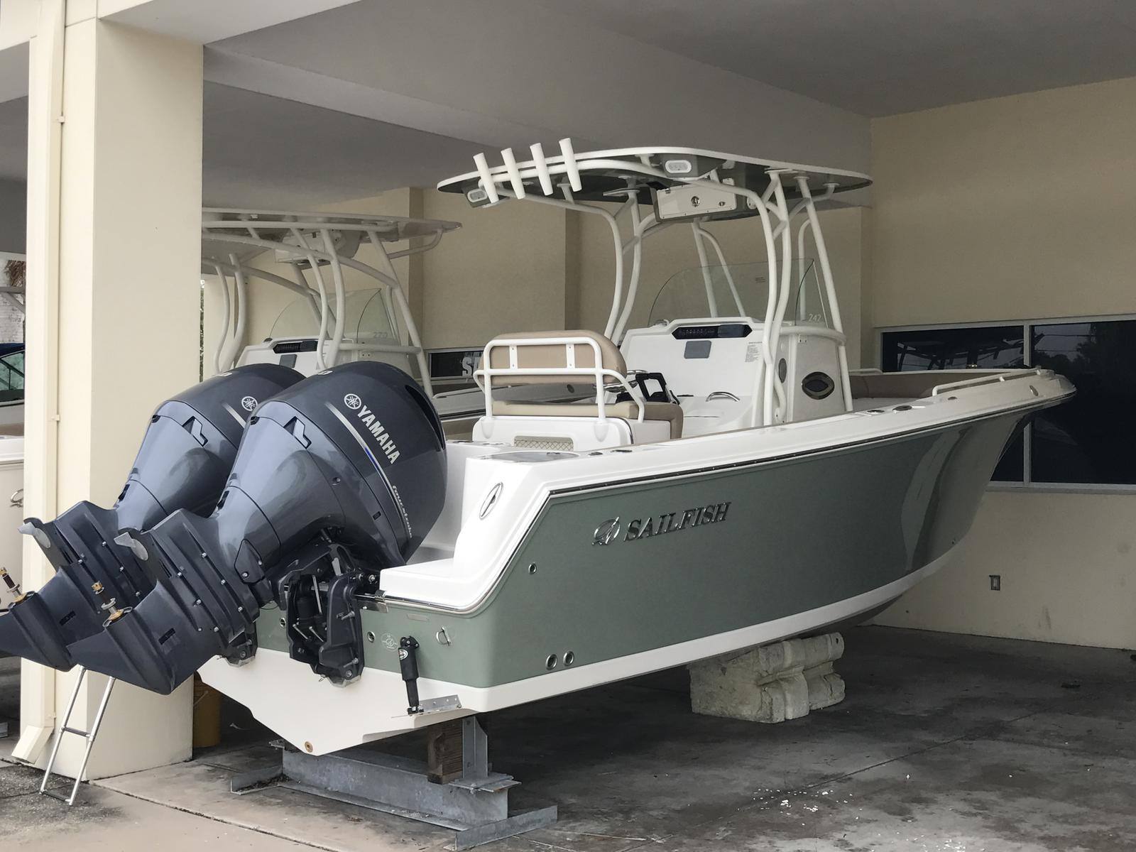 NEW 2018 Sailfish 242 CC - Sara Bay Marina