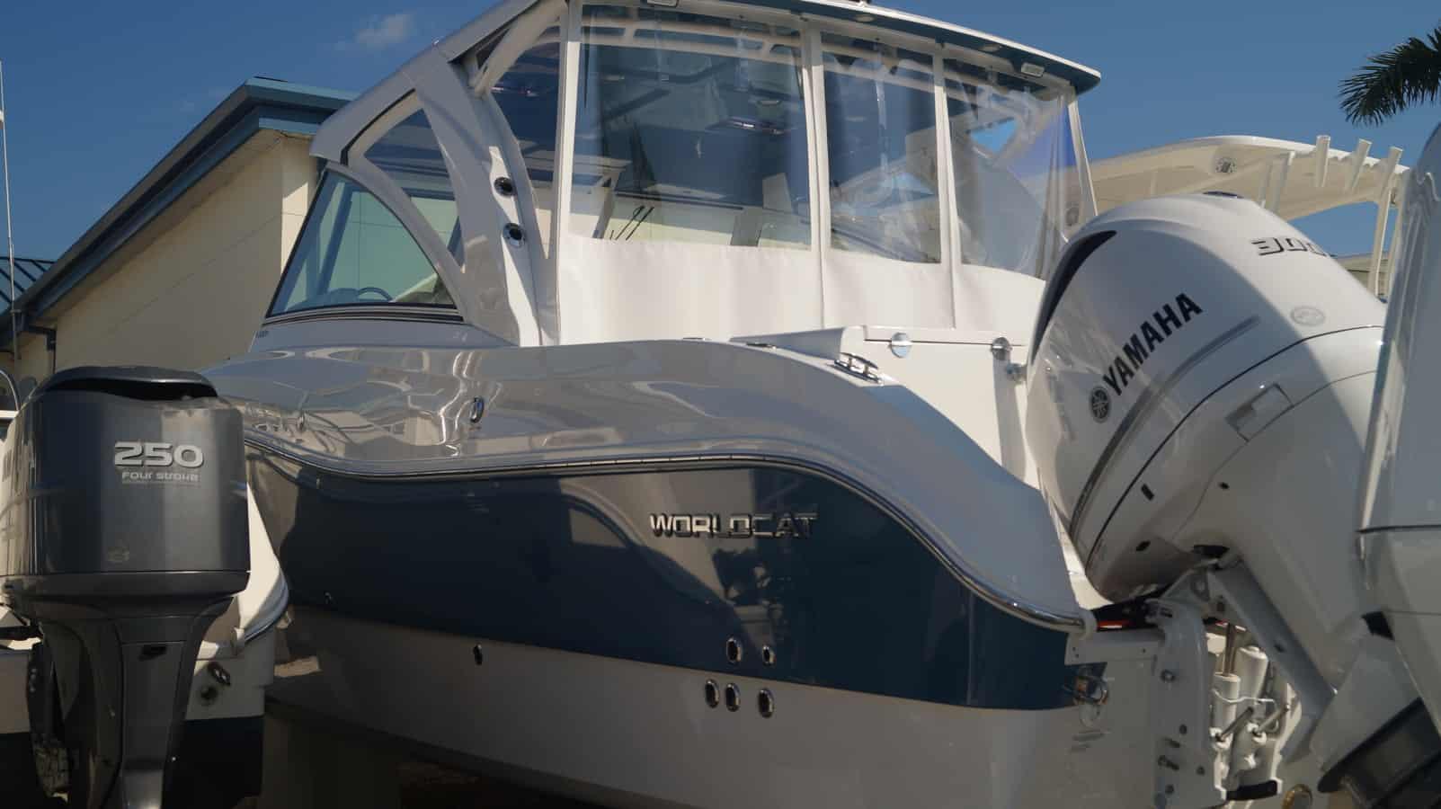 NEW 2019 World Cat 320DC Dual Console - Sara Bay Marina
