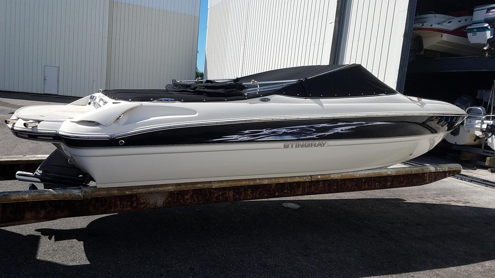 USED 2013 Stingray Boats 225LR - Sara Bay Marina