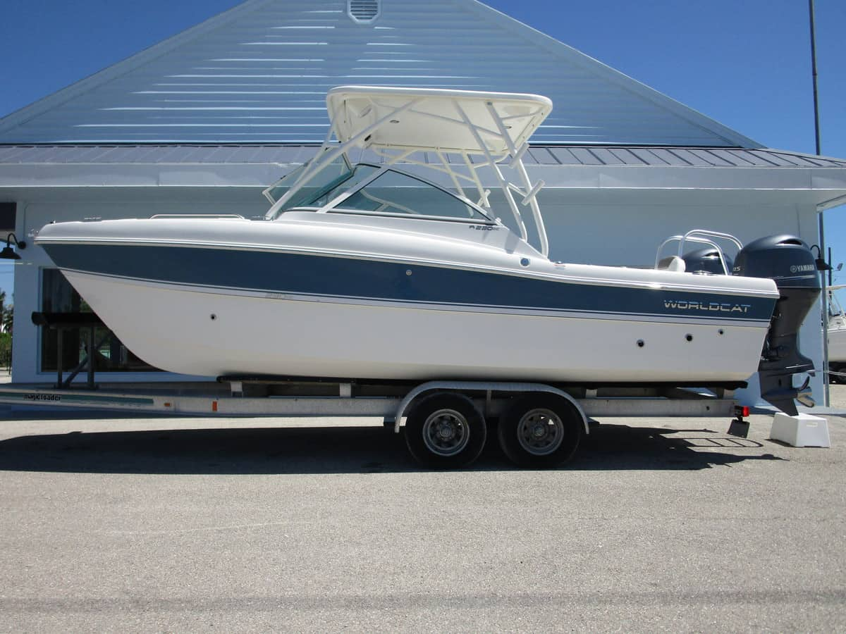NEW 2019 World Cat 230DC Dual Console - Sara Bay Marina
