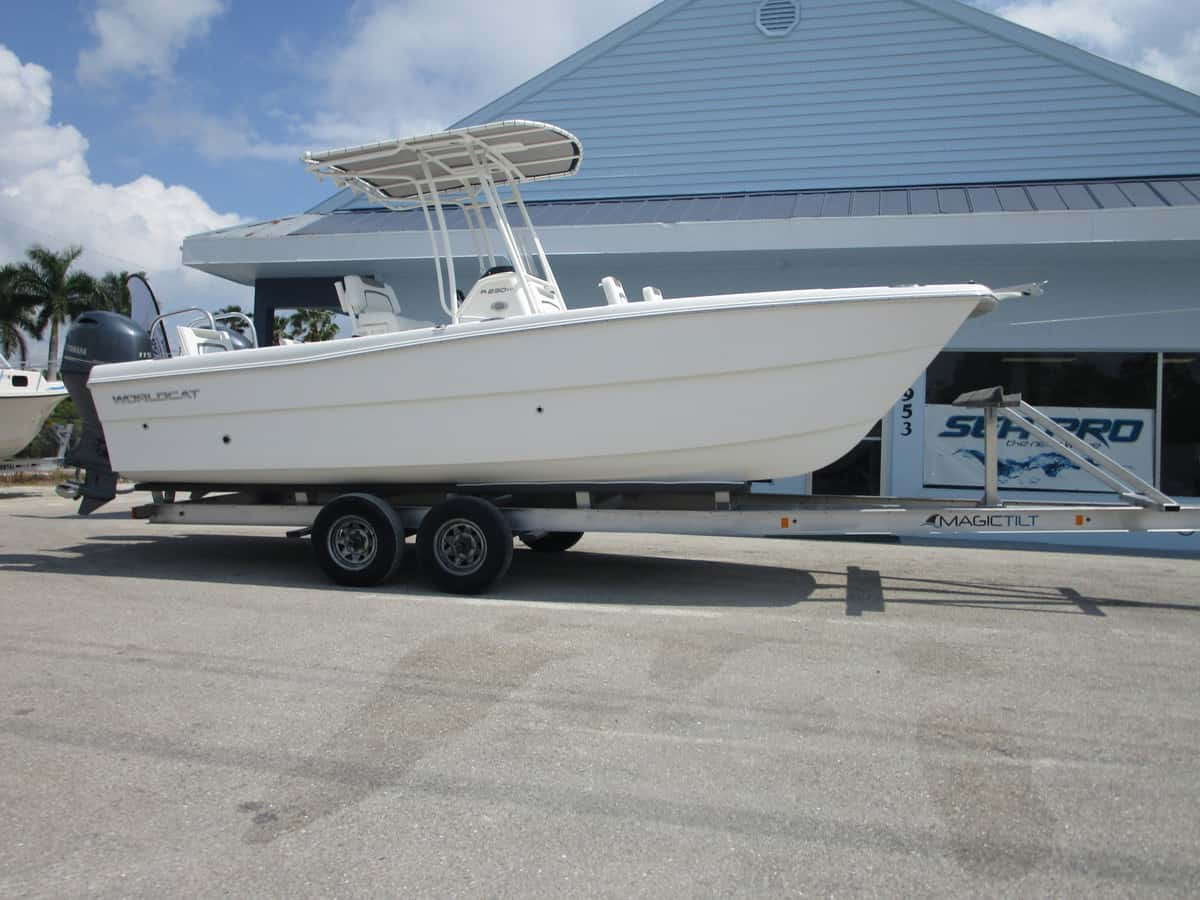 NEW 2019 World Cat 230CC - Sara Bay Marina