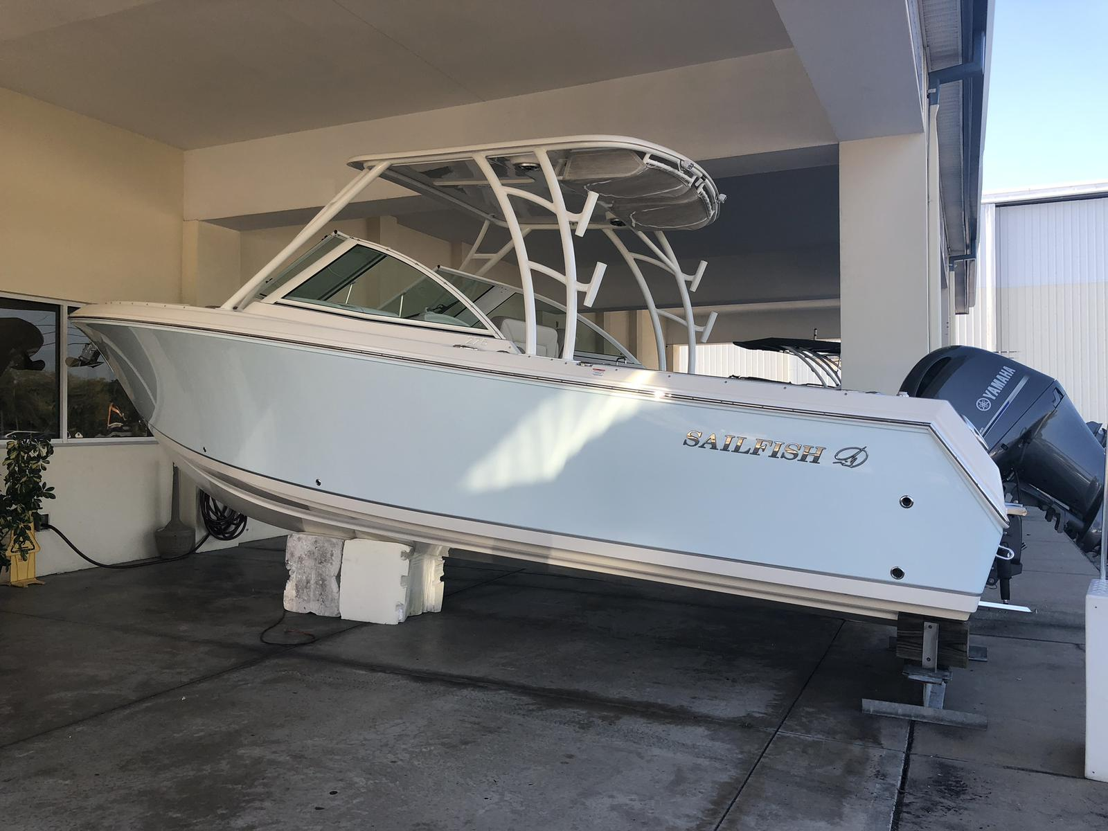NEW 2019 Sailfish 275 DC - Sara Bay Marina