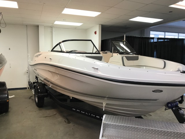 NEW 2017 Bayliner VR5 WITH 4.3 MPI - Shipwreck Marine