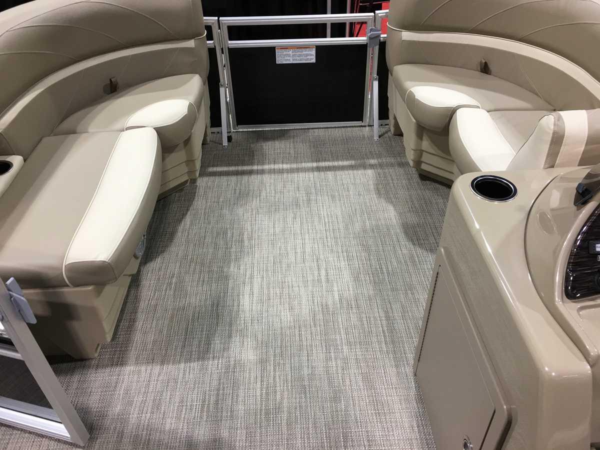 NEW 2019 Sunchaser Geneva 20 LR SB Dual Swing Back Seats - Shipwreck Marine