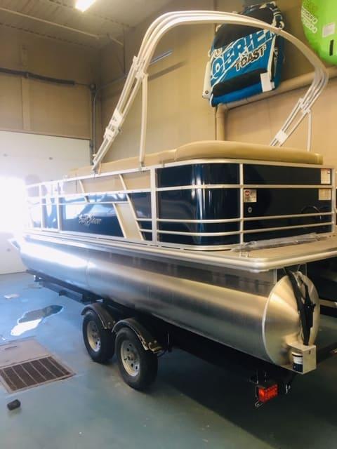 NEW 2019 Sunchaser Geneva DS 22 CRS 3 PT Fish - Shipwreck Marine