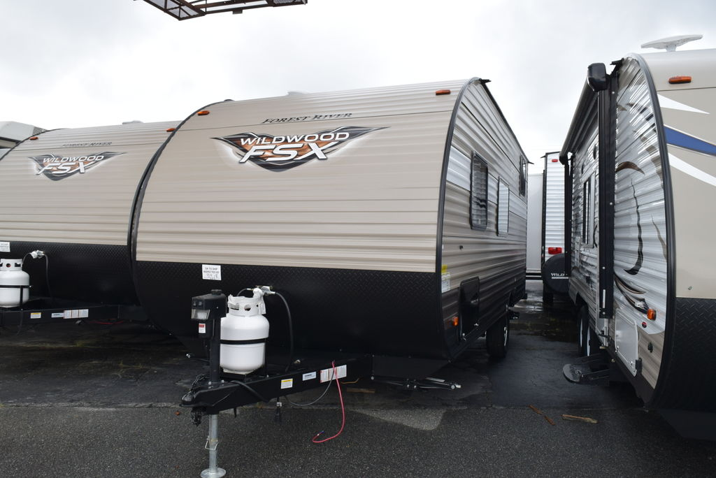 2018 FOREST RIVER WILDWOOD 197BH FSX - Three Way Campers