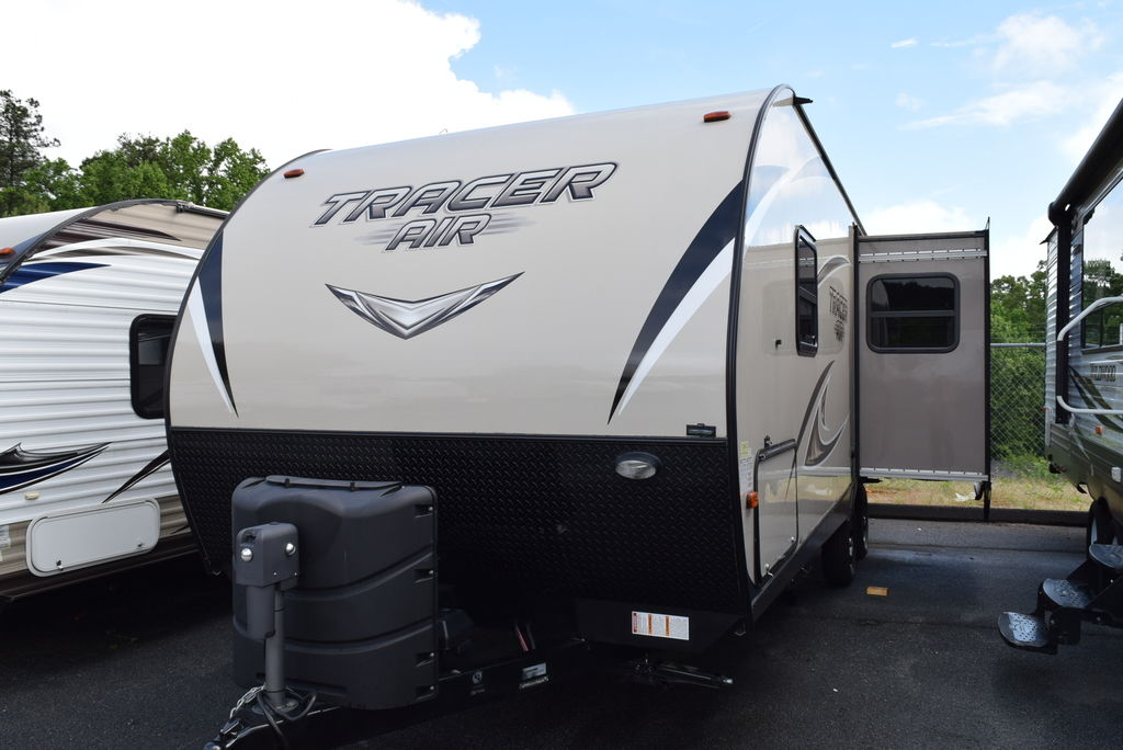 2017 PRIME TIME TRACER 248 AIR - Three Way Campers