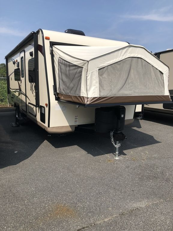 2017 ROCKWOOD 233S ROO - Three Way Campers