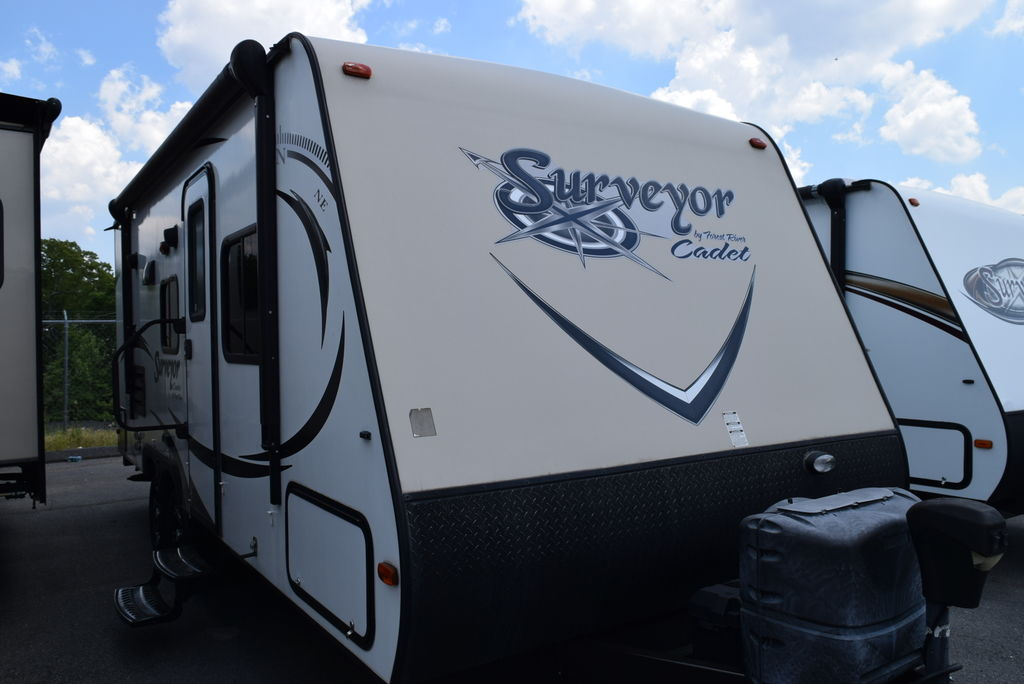 2014 FOREST RIVER SURVEYOR 201RBS - Three Way Campers