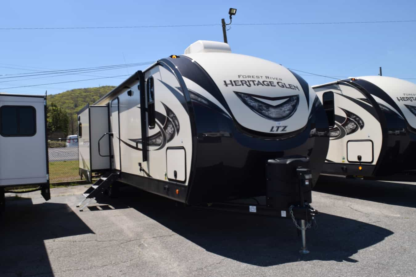 NEW 2019 Forest River HERITAGE GLEN 300BH - Three Way Campers