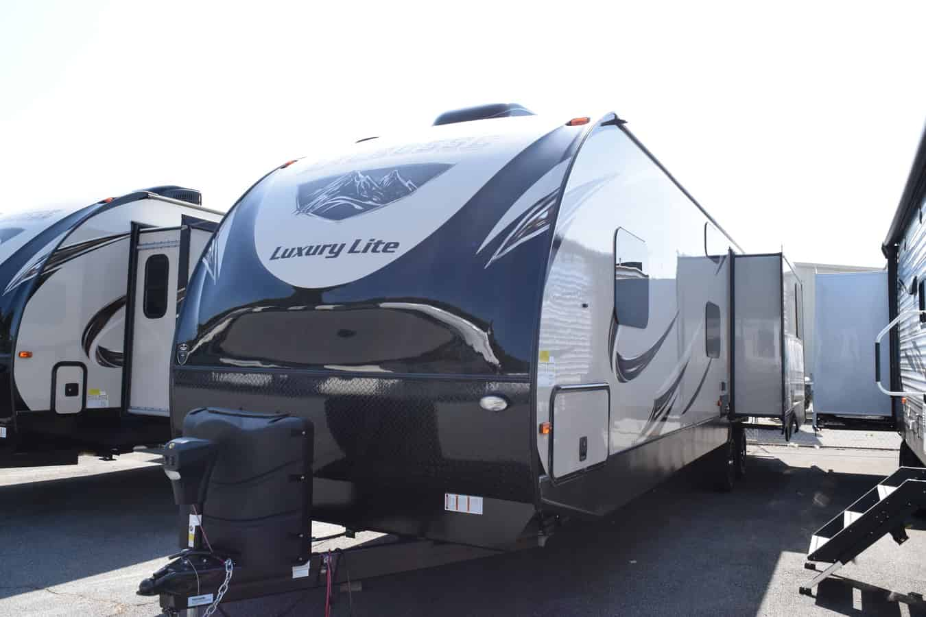 NEW 2019 Prime Time LACROSSE 337OMB - Three Way Campers