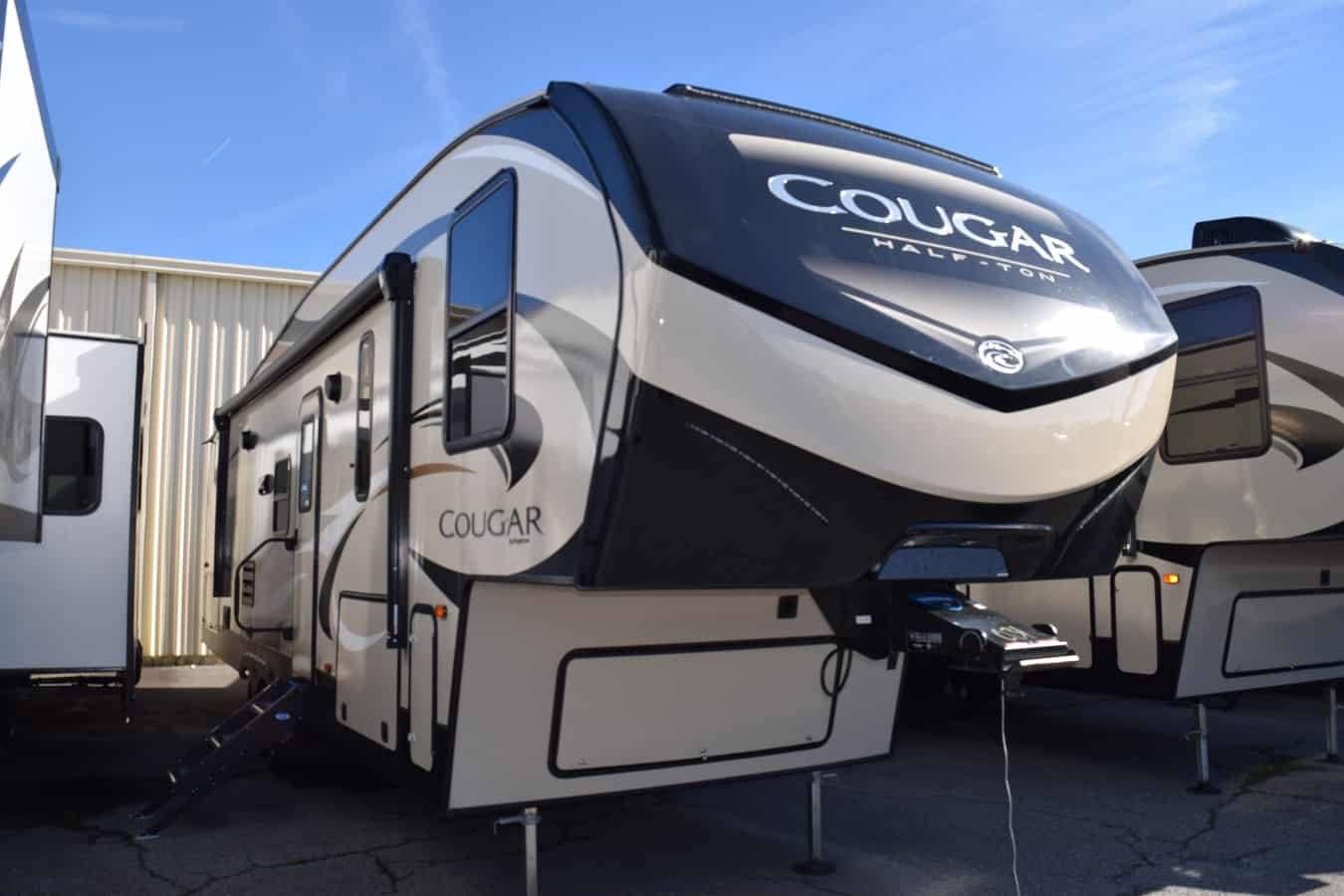 NEW 2019 Keystone COUGAR HALF-TON 29RDB - Three Way Campers
