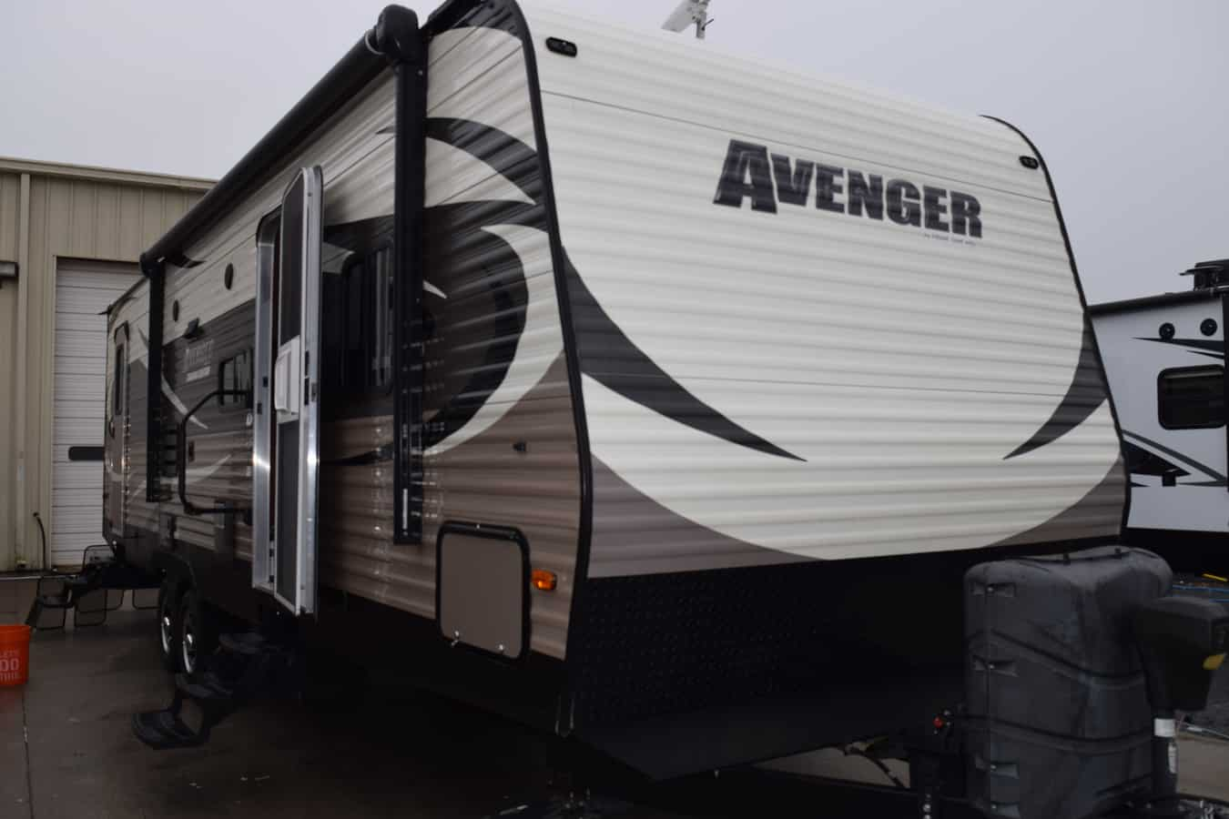 USED 2016 Prime Time AVENGER 28DBS - Three Way Campers