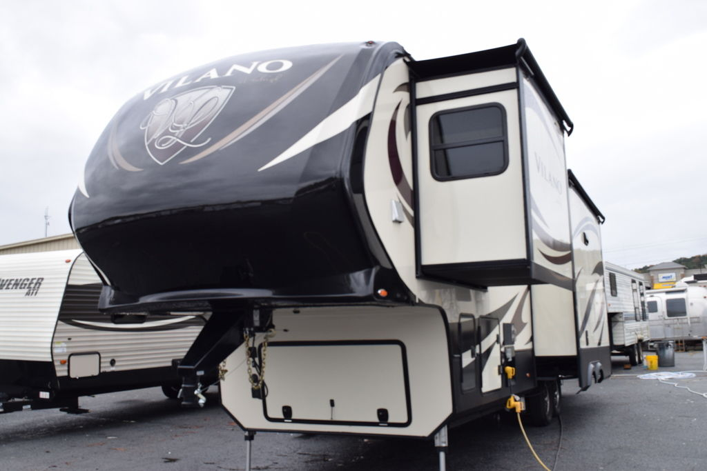 2017 VILANO 325RL - Three Way Campers