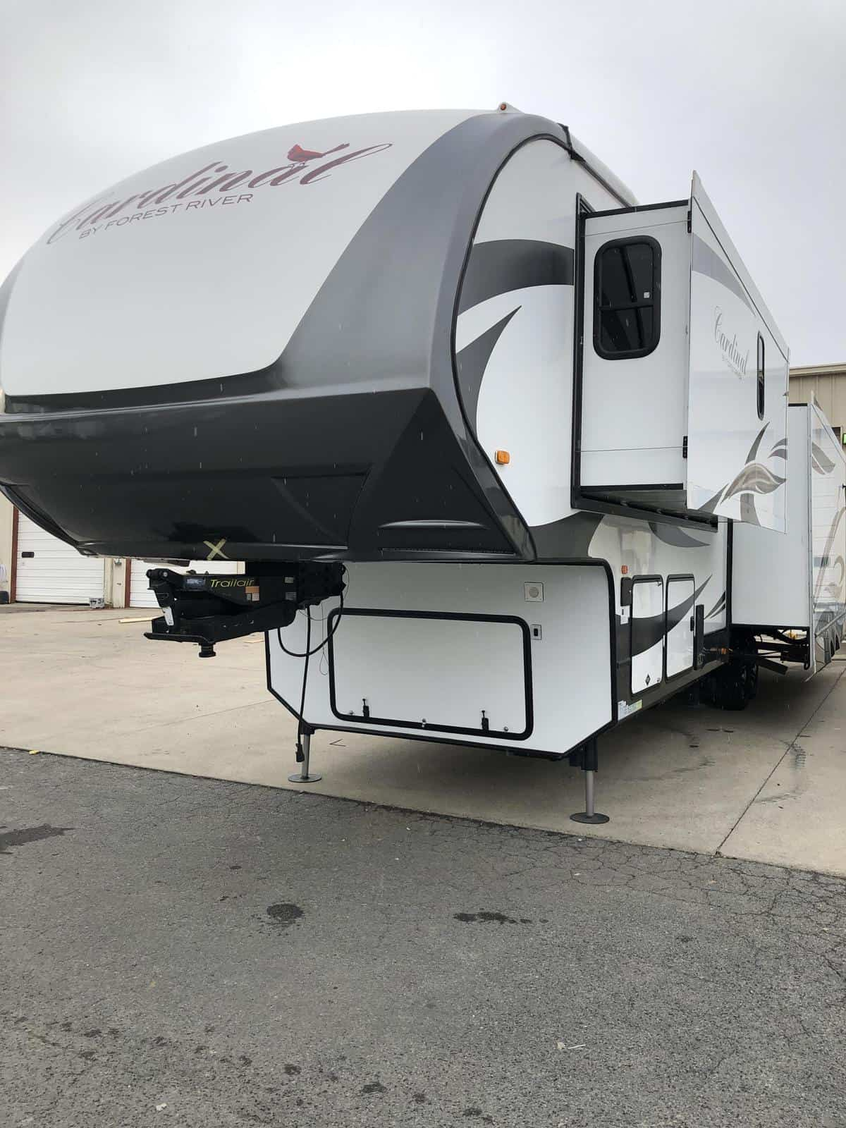 USED 2014 Cardinal 3850 3850 - Three Way Campers