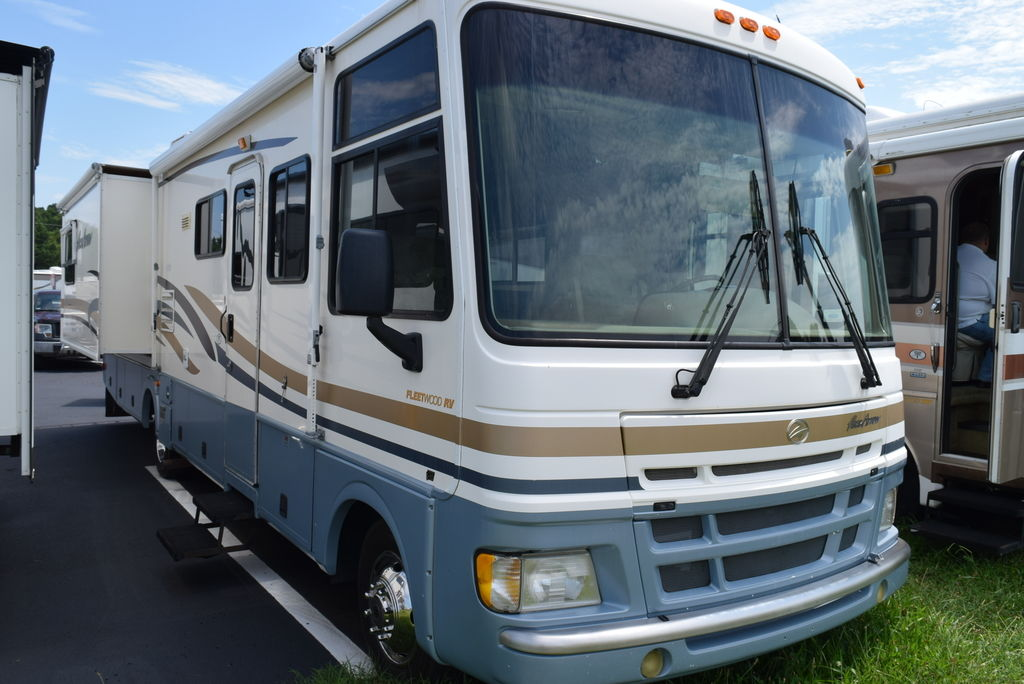 USED 2001 Fleetwood Pace arrow 34R - Three Way Campers