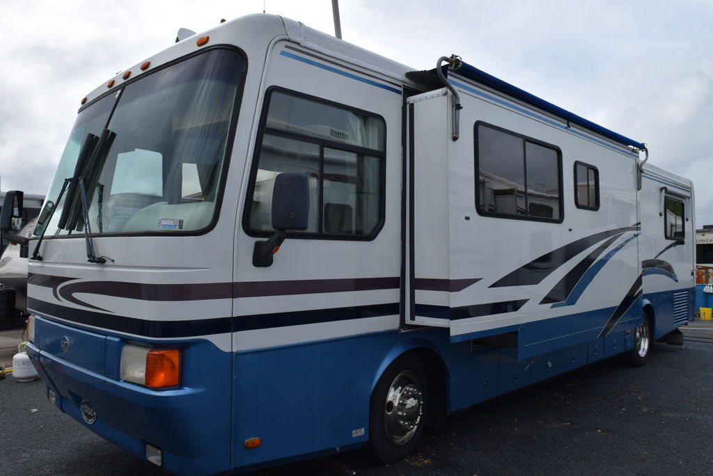 USED 1998 Monaco Windsor 36 PB - Three Way Campers