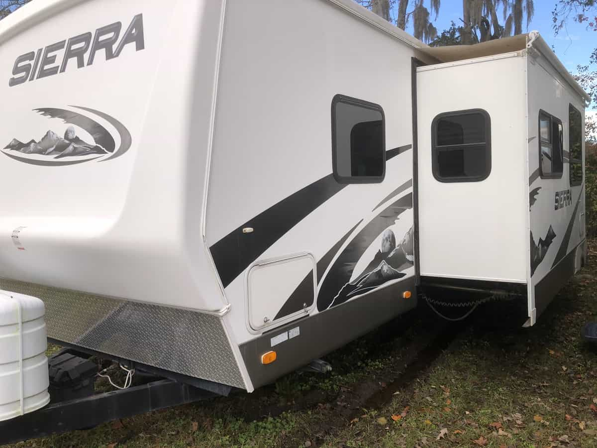 USED 2008 FOREST RIVER SIERRA 302BHD